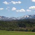 残雪の山と北欧の森