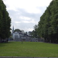 公園入り口方面を眺む