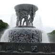 噴水の周りにも彫刻が連続