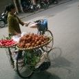 果物を売る女性 ライチーカ?
