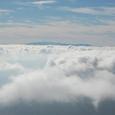 八ヶ岳の右端に富士山が浮かぶ