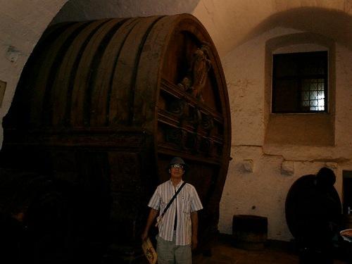 巨大ワイン樽