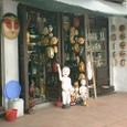 水上劇場の人形販売店
