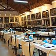 ホイアン 刺繍絵を作る人々