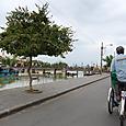 トゥーボン川のほとり