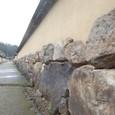 巨大な石を石垣に使用