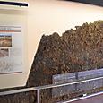 古墳を建設する前に淡路島から輸送した石を敷き詰め祭祀