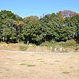 古墳南側の濠(右が後円部)