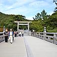 宇治橋と半世紀前に記念写真した鳥居