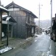 雪の銀山町並み