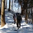 陣馬山を目指し雪道を登る