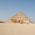 ここにマスタバ墓がピラミッドに変化した