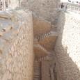 南側の墓群 巨大な竪坑