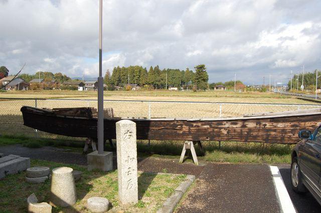 資料館前庭 船が展示
