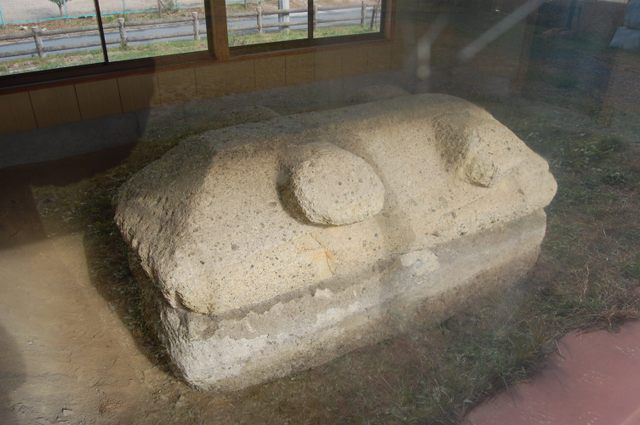 二上山より運ばれた凝灰岩 家形石棺