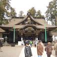 香取の森に囲まれる拝殿