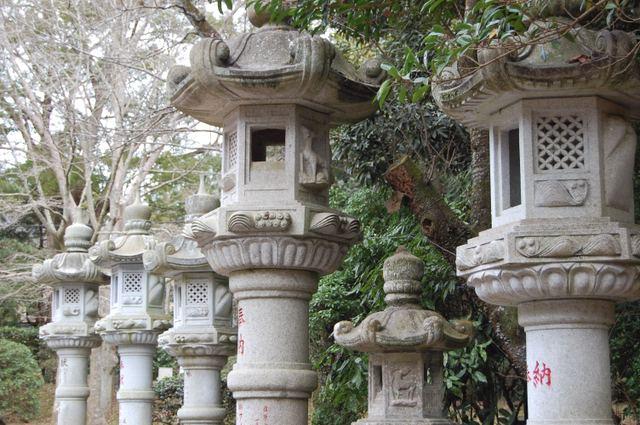 石灯篭の列