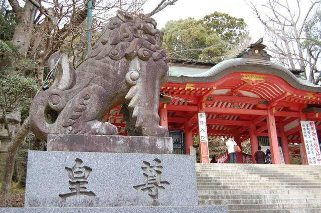狛犬と総門