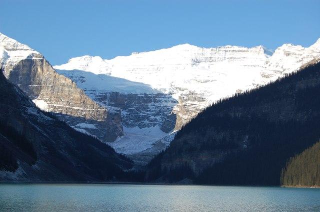 湖水の色は四季で変わるそうです