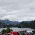 登山口の綺麗な湖です