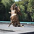 メキシコ人類学博物館 前庭の彫刻群