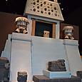 アステカのピラミッド復元 心臓を載せるチャックモールもいます