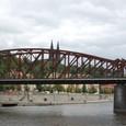 鉄橋を通過する