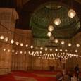幻想的なモスク内部