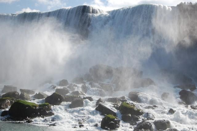 岩だらけのアメリカ滝