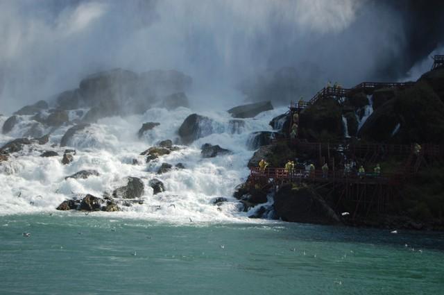 風の洞窟観光客