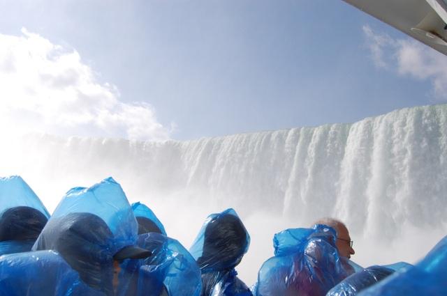 迫るカナダ滝と爆音
