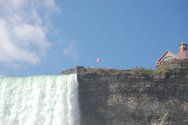 カナダ滝上の観光客