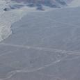 滑走路のような地上絵と直線