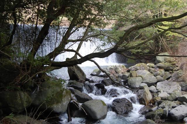 砂防ダムと渓谷