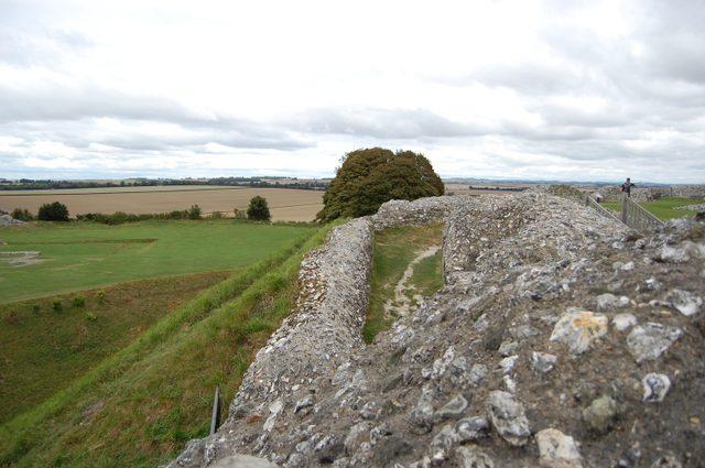 城壁から教会跡を眺める