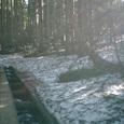 朝もやと残雪