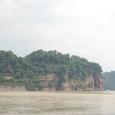 岷江から楽山大仏と彼方の大渡河を見る
