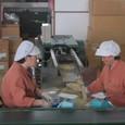 とろろ昆布製造する女性たち
