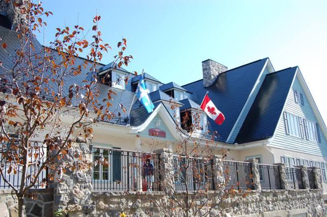 カナダ国旗とケベック州旗