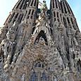 東側には4本の塔が聳える