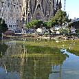 池に映るサグラダ・ファミリア