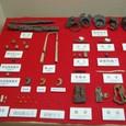 瑪瑙製丸玉、鉄斧、馬具