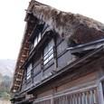茅葺きの切妻屋根が特徴