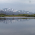 一湖 羅臼、硫黄岳を写す