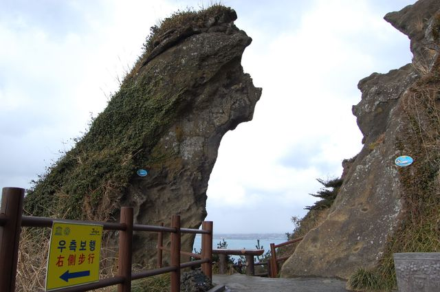 ユニークな岩峰