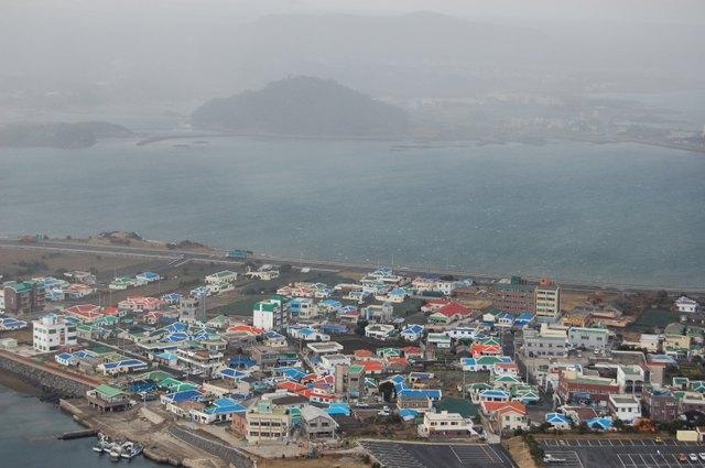 城山日出峰 港を見下ろす