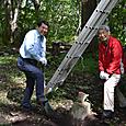ベランダ支柱の基礎を掘り起こす