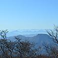 手前は吾妻耶山(あずまやさん) 雲海の彼方に富士山