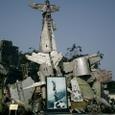 米軍機、フランス機残骸オブジェ