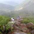 巨大な岩の塊の道 急坂